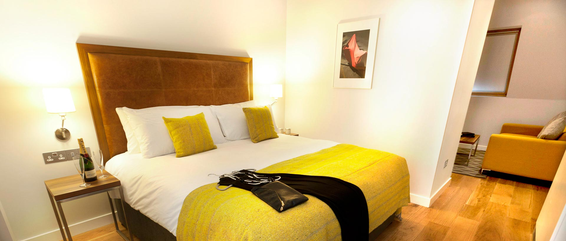 PREMIER SUITES PLUS Dublin Ballsbridge double bedroom
