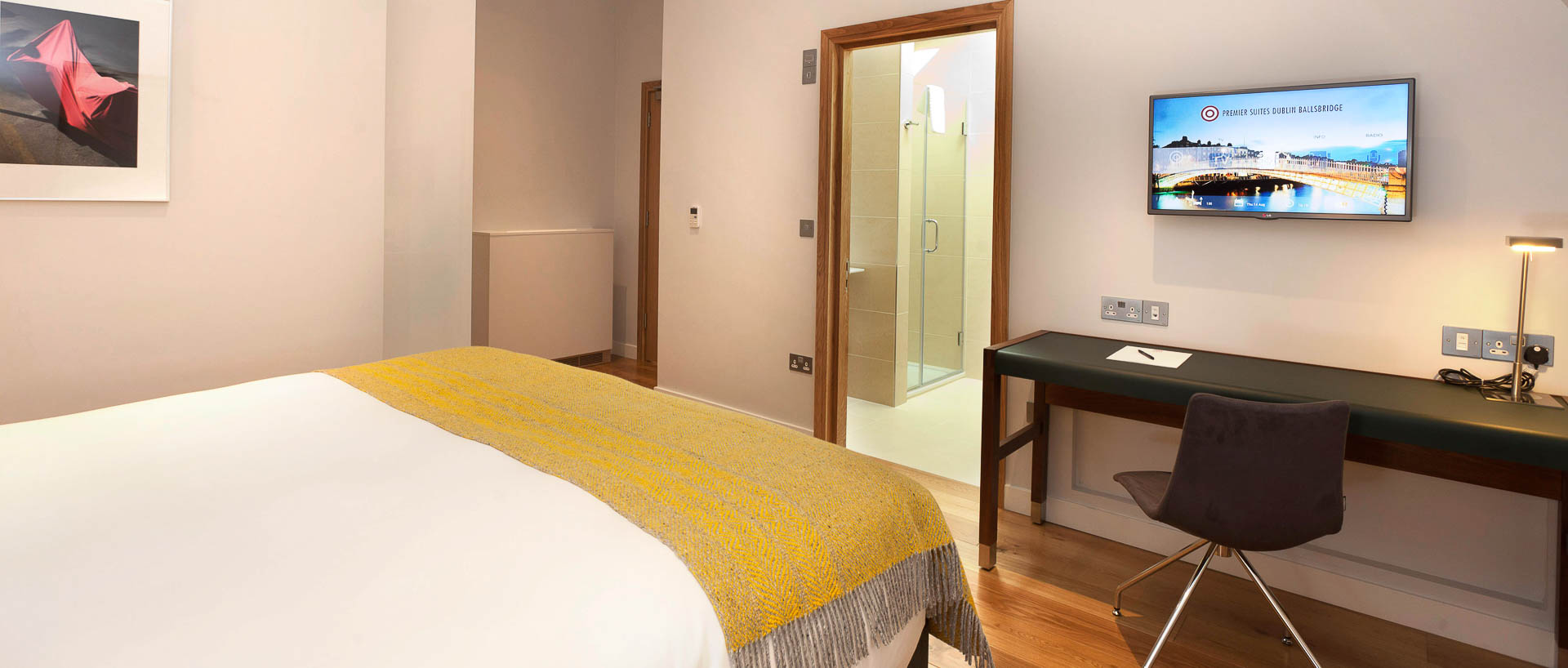 Work desk and a double bed in PREMIER SUITES PLUS Dublin Ballsbridge serviced apartments