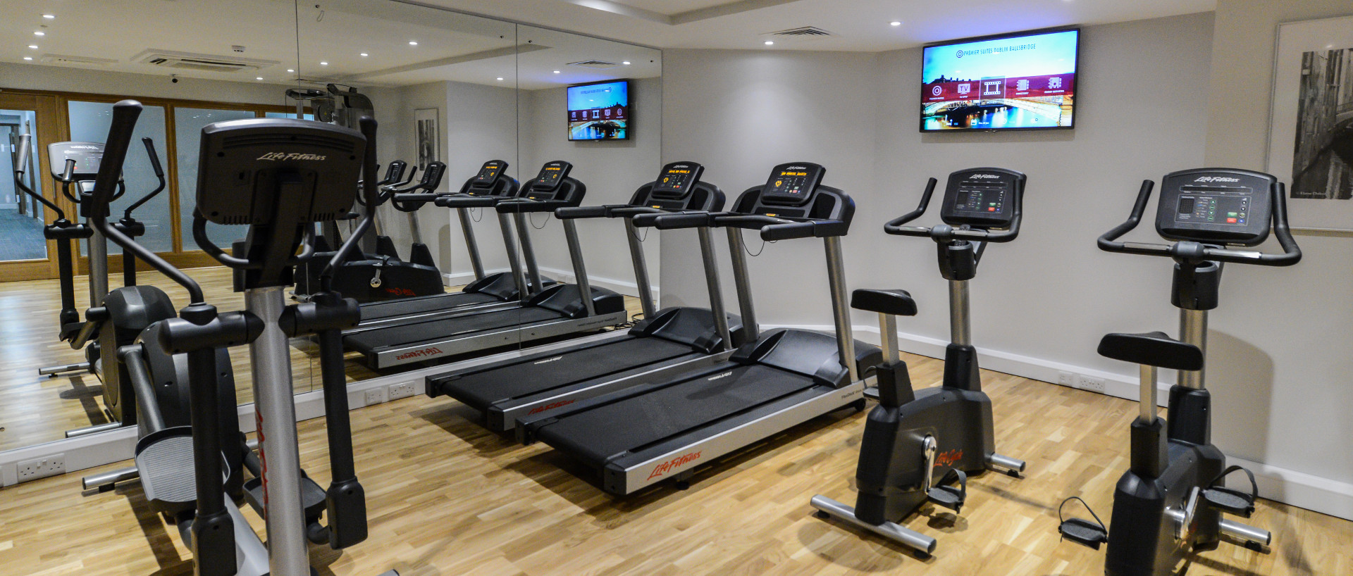 PREMIER SUITES PLUS Dublin fully equipped gym