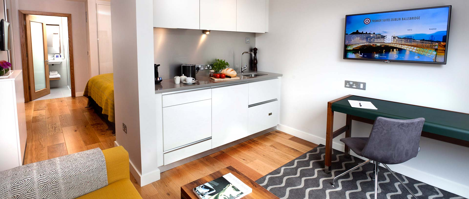 Kitchen in executive studio suite in PREMIER SUITES PLUS Dublin Ballsbridge