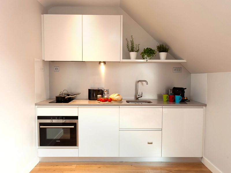 Fully equipped kitchen in our serviced apartments in PREMIER SUITES PLUS Dublin Ballsbridge